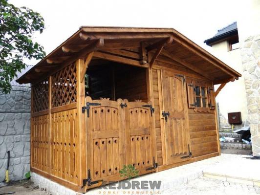 Zamykana drewutnia z domkiem ogrodowym